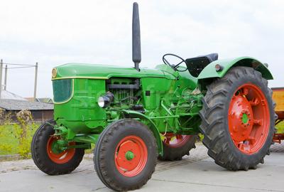2140953_trattore-holland-verde-farm-europa-paese